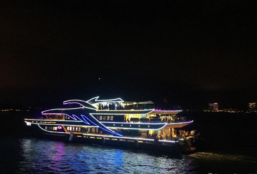 公主号夜游三亚湾